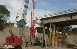 Continua la reparación del puente sobre el río Lules