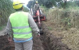 Obras de conexion de agua en el interior de la provincia