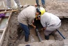 Reparacion de cañerías maestras en la localidad de Leales