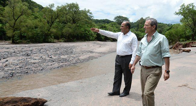 Manzur recorrió la zona afectada por la crecida del río Loro