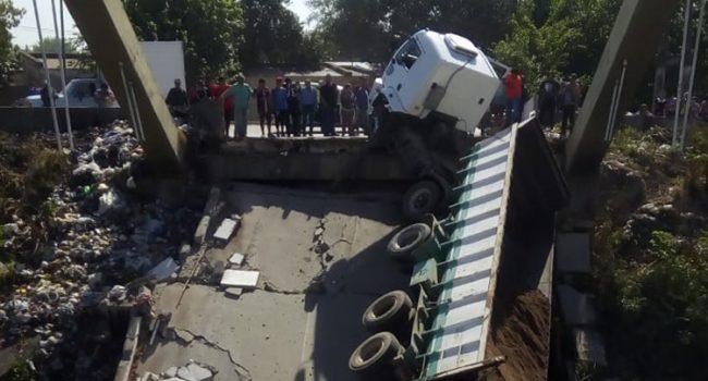 DPV | Expertos investigarán la caída del puente sobre canal Sur
