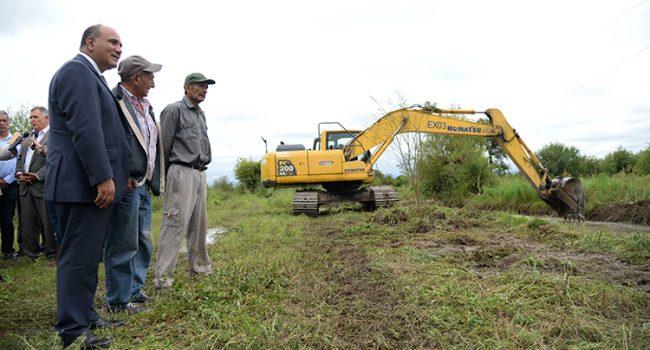 Intensifican la limpieza de canales en Amberes para evitar anegamientos